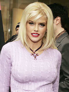 Anna Nicole Smith Dies in Florida