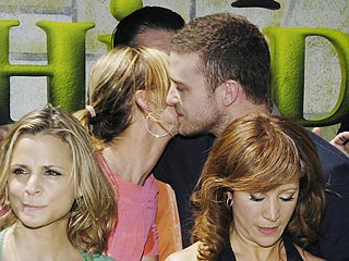 Justin Timberlake & Cameron Diaz Kiss on Shrek Red Carpet