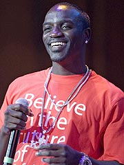 Akon Denies Wrongdoing in Fan Tossing Incident | Akon