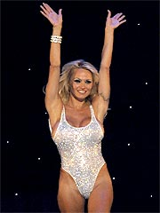 Pamela Anderson Debuts as Vegas Showgirl