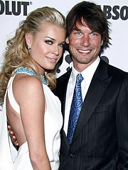 Jerry O'Connell Pins Wedding Ring to Underwear | Jerry O'Connell, Rebecca Romijn