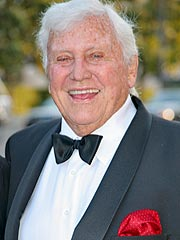 TV Mogul Merv Griffin Dies of Cancer at 82 | Merv Griffin