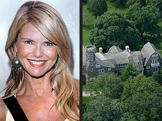 Real Estate: Scarlett Johansson Buys, Christie Brinkley Sells
