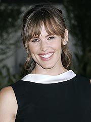 Jennifer Garner Laughs Off Baby Question