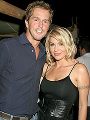 Willa Ford Marries Hockey Star in Texas