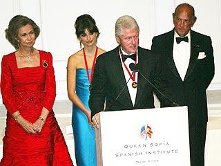 Bill Clinton Flatters Penélope Cruz