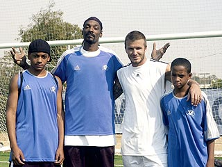 Beckham Teaches Snoop Dogg's Pups to Play Soccer | David Beckham, Snoop Dogg