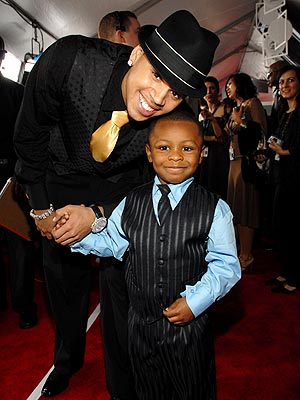 http://img2.timeinc.net/people/i/2007/specials/grammy07/show/arrivals/chris_brown.jpg