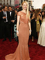 Wardrobe Malfunction Alert! | Gwyneth Paltrow