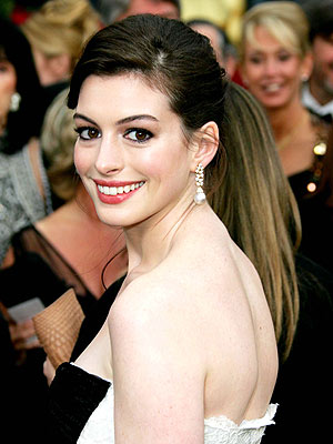 Anne Hathaway free wallpaper