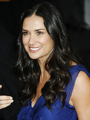 http://img2.timeinc.net/people/i/2007/specials/sag07/beautytrends/demi_moore_300x400.jpg