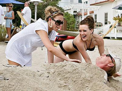 MALIBU photo | Haylie Duff, Hilary Duff