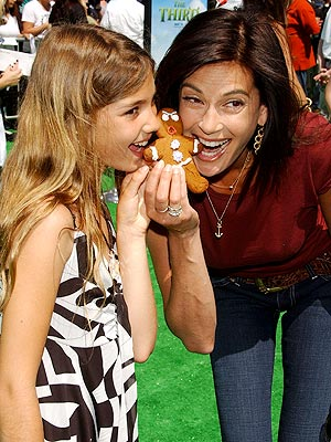 TERI & EMERSON ROSE photo | Teri Hatcher