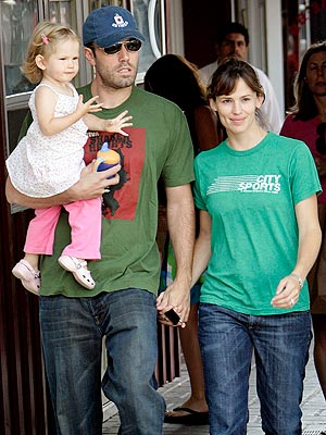 CAKE WALK photo | Ben Affleck, Jennifer Garner, Violet Affleck