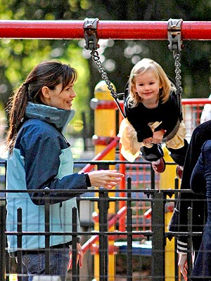 SWING KID photo | Jennifer Garner, Violet Affleck