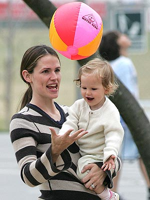 PLAY BALL photo | Jennifer Garner, Violet Affleck