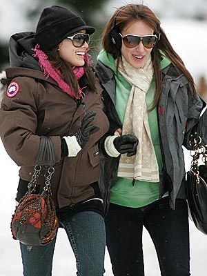 COLD COMFORT  photo | Haylie Duff, Hilary Duff