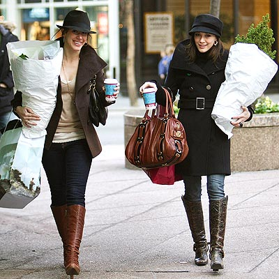 SPREADING CHEER  photo | Haylie Duff, Hilary Duff