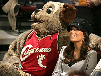 IN THE DOGHOUSE?  photo | Eva Longoria