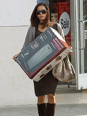 HEAVY LIFTING photo | Halle Berry