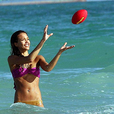 HAVING A BALL photo | Jessica Alba