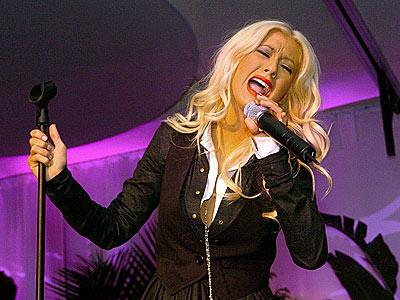 SPECIAL PERFORMANCE photo | Christina Aguilera