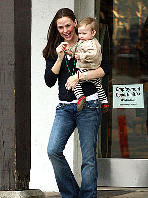GIRLS' DAY OUT  photo | Jennifer Garner