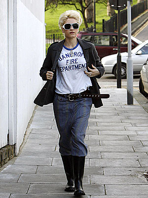 CASUAL FRIDAY photo | Gwen Stefani
