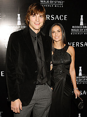 PAIR BONDING  photo | Ashton Kutcher, Demi Moore