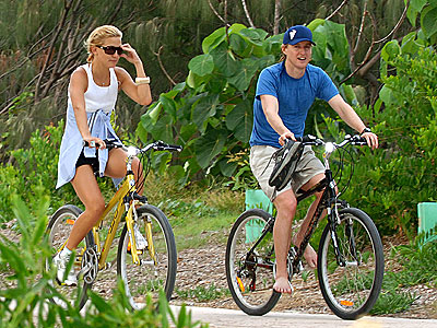 THEIR OWN PATH  photo | Kate Hudson, Owen Wilson