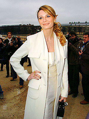 PERFECTLY POISED photo | Mischa Barton