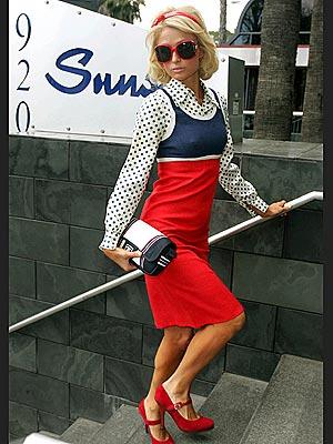 أزياء وفساتين وتسريحات صبايا فرنسا Paris_hilton3