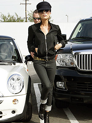 HER MARCHING ORDERS  photo   Victoria Beckham