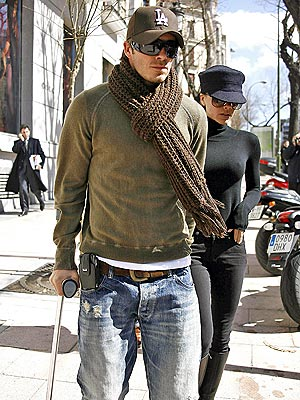 INJURY TIMEOUT photo | David Beckham, Victoria Beckham