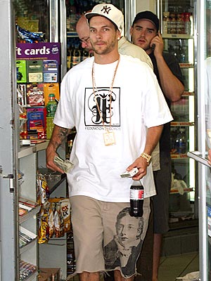 WALKING BILLBOARD  photo | Kevin Federline