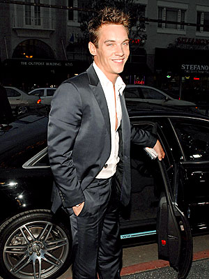 ROYAL ENTRANCE photo | Jonathan Rhys Meyers