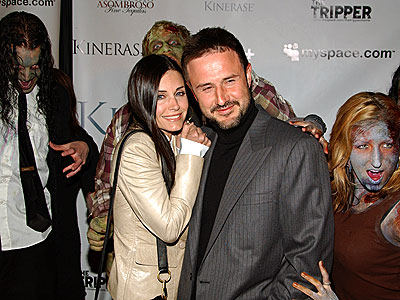 THRILLS & CHILLS photo | Courteney Cox, David Arquette