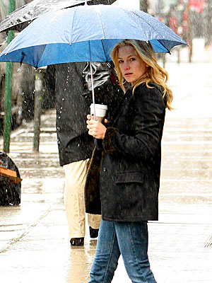 RAINY DAY WOMAN photo | Kate Hudson