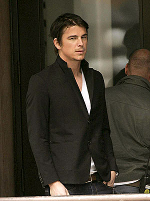TAKING A BREATHER photo | Josh Hartnett