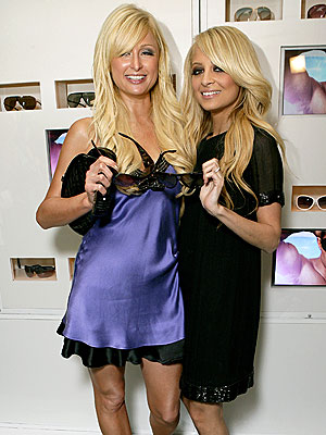 FREEZE FRAME photo | Nicole Richie, Paris Hilton