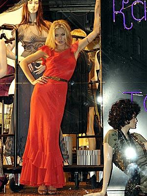 WINDOW DRESSING photo | Kate Moss