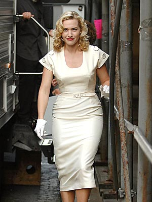 Kate Winslet walks on the skinny path