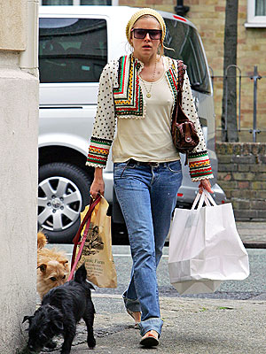 DOGGY TREAT  photo | Sienna Miller