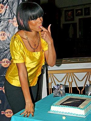 FINGER LICKIN' GOOD  photo | Rihanna