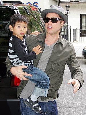 WHAT A DAD!  photo | Brad Pitt