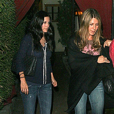 FRIENDLY DINNER photo | Courteney Cox, Jennifer Aniston