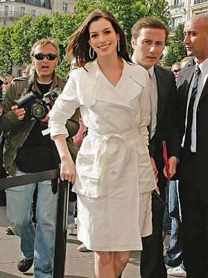 COAT COUTURE photo | Anne Hathaway