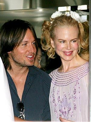 HAND IN HAND photo | Keith Urban, Nicole Kidman