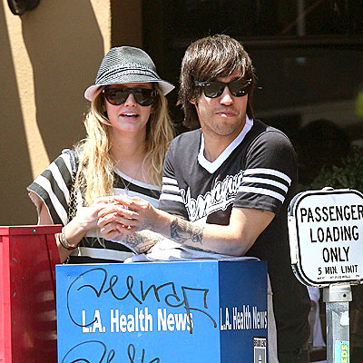 GOOD NEWS photo | Ashlee Simpson, Pete Wentz