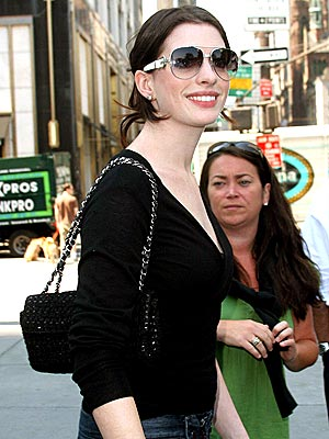 HOW VERY BECOMING  photo | Anne Hathaway